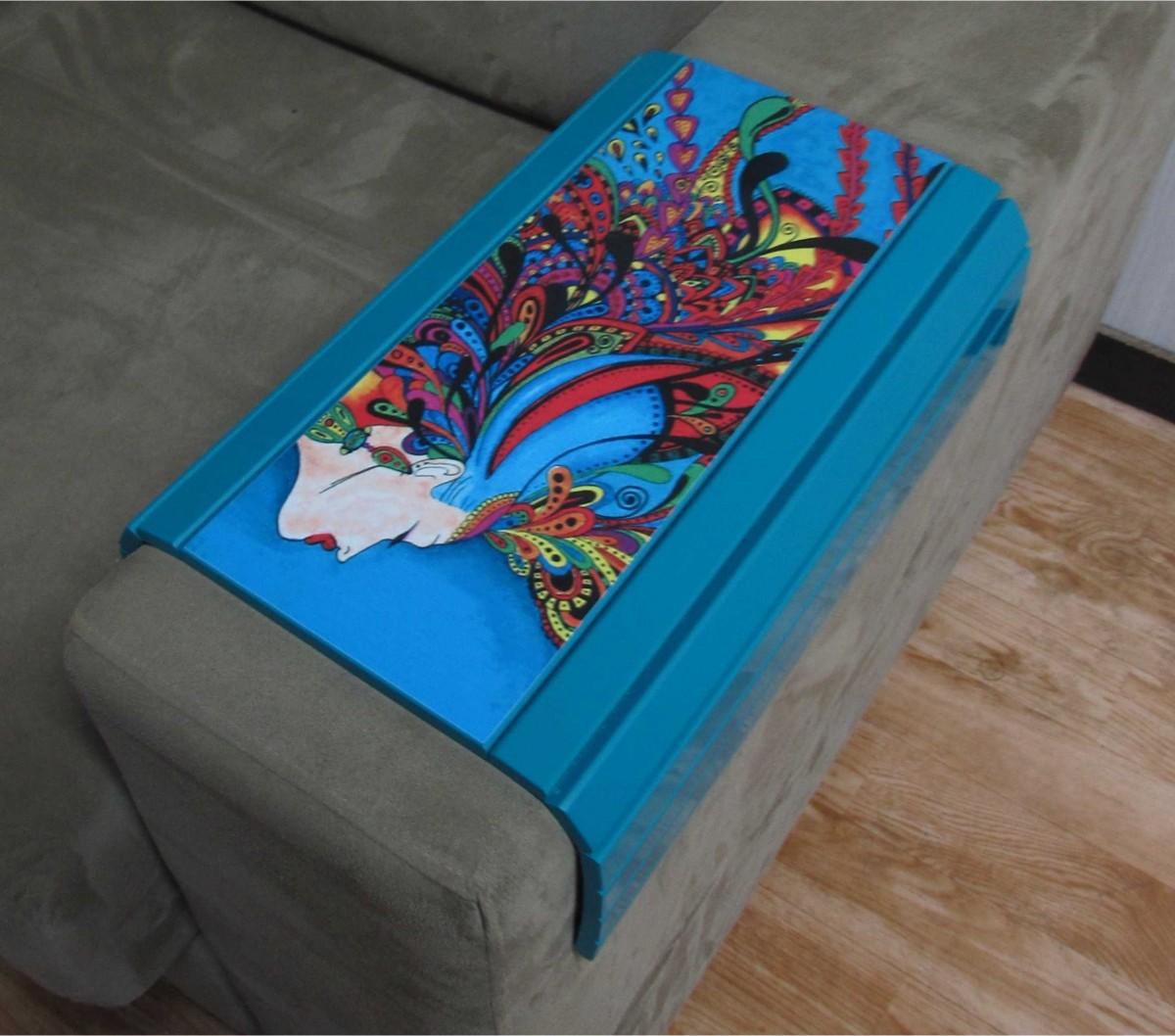 Esteira para Braço de Sofá Laca Azul com Estampa - Logo Pen