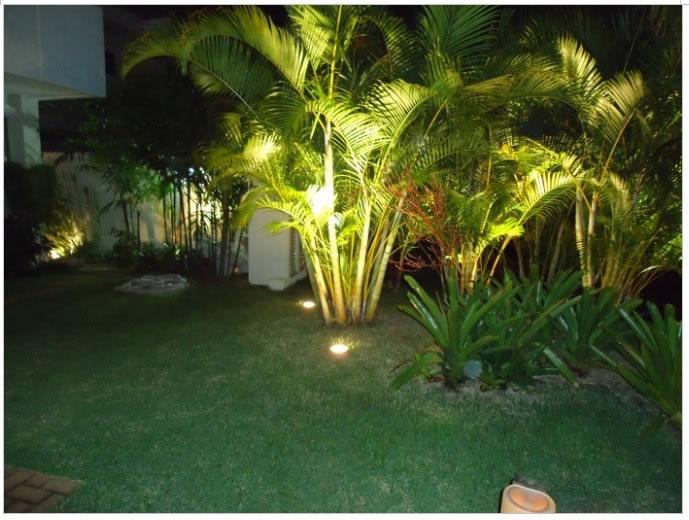 jardim iluminado com luz led