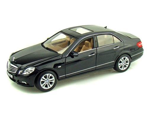 Mercedes Benz: E-Class (2010) - Preta - 1:18