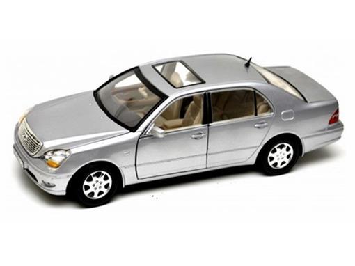 Lexus: LS430 (2002) Prata - 1:18 - Motor Max