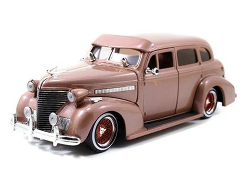 Chevrolet: Master Deluxe (1939) - 1:24