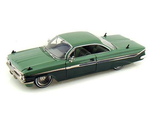 Chevy: Impala (1961) - 1:24