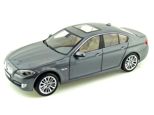 BMW: 550i - 1:18