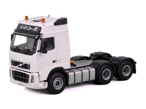 Volvo: FH12 Globetrotter 6x4 - Cavalo - 1:50