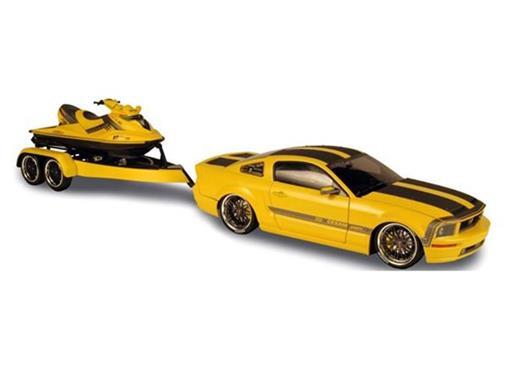 Ford: Mustang Coffret Cesam + Jet Ski - Amarelo - 1:18