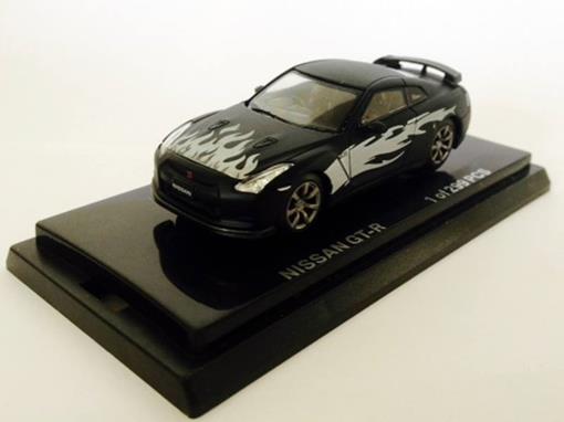 Nissan: GT-R - Preto Fosco - 1:64