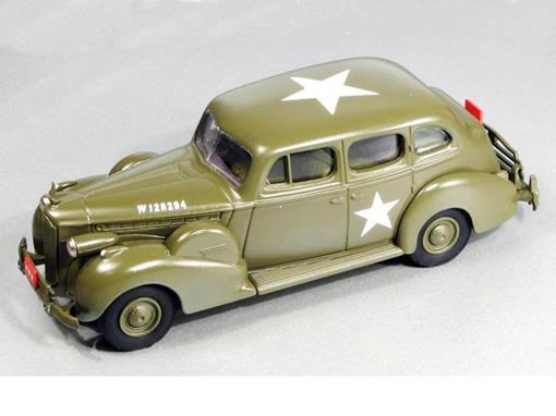 Packard: Super 8 Berline (1940) - Verde Militar - 1:43