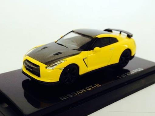 Nissan: GT-R - Amarelo/Grafite - 1:64
