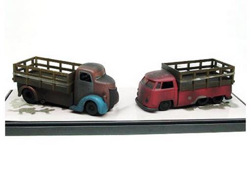 Diorama: Volkswagen Pickup / Ford Coe - (1963 / 1947) - Snap Shots - 1:64