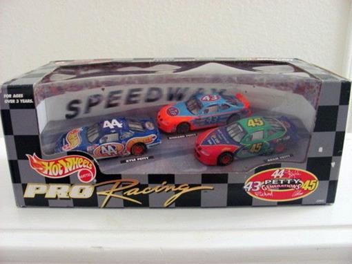 Set: Hot Wheels - Pro Racing - Petty Generations (1998) Nascar - 1:64