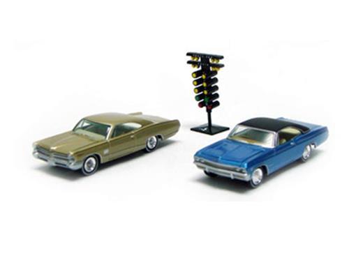 Set: Chevrolet Impala SS (1965) vs Pontiac Catalina 2+2 (1965) - Head To Head - 1:64