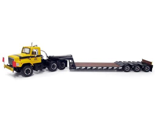 International: 'S' Series with Tri-Axle Folding Gooseneck Trailer - Construction Pioneers - 1:25