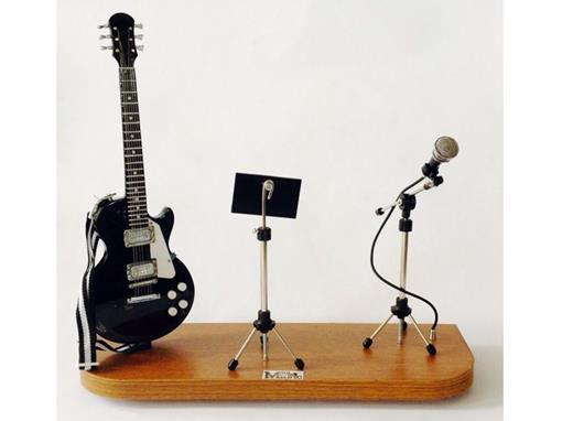 Set: Miniatura de Guitarra Les Paul + Partitura + Microfone (Preta) - 1:4