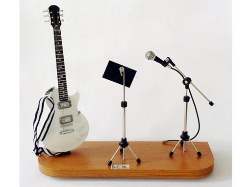 Set: Miniatura de Guitarra Les Paul + Partitura + Microfone (Branca) - 1:4