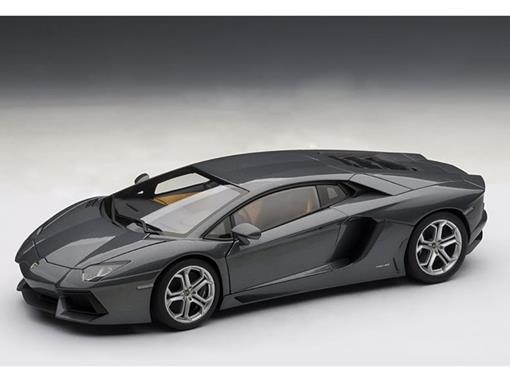 Lamborghini: Aventador LP700-4 (2011) - Cinza Metálico - 1:18