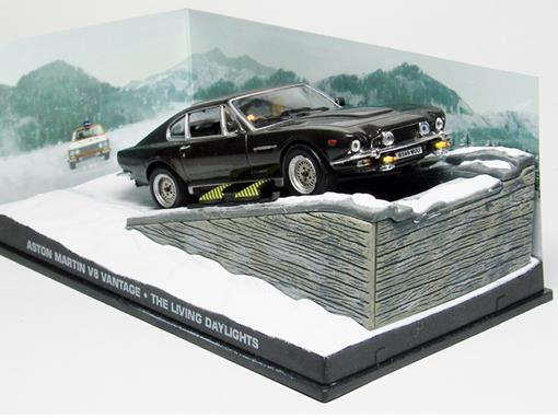 Diorama: Aston Martin V8 Vantage - James Bond - 007 The Living Daylights (007 Marcado para Morrer) - 1:43