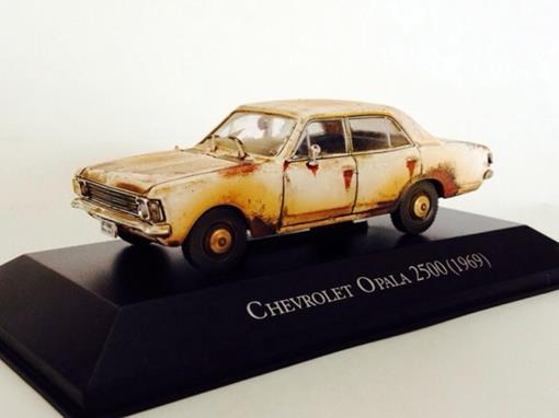 Chevrolet: Opala 2500 (1969) - Branco - Customizado e Envelhecido - 1:43