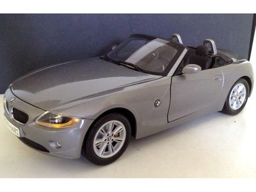 BMW: Z4 Cabriolet c/ Capota - Cinza - 1:18