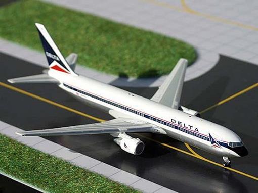 Delta Airlines: Boieng 767-232ER - 1:400