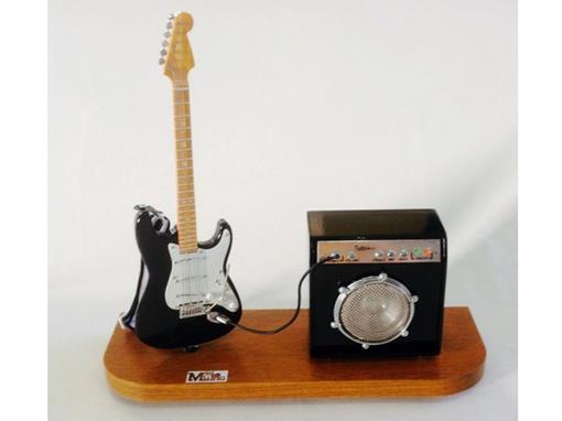 Set: Miniatura de Guitarra Stratocaster + Amplificador (Preta) - 1:4