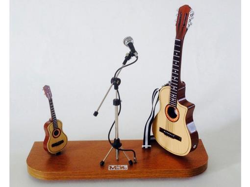 Set: Miniatura de Cavaquinho + Microfone + Violão Elétrico (Marrom) - 1:4