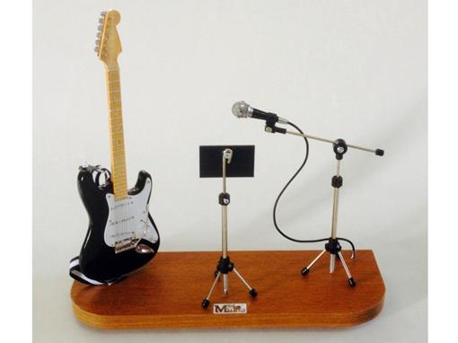 Set: Miniatura de Guitarra Stratocaster + Partitura + Microfone (Preta) - 1:4