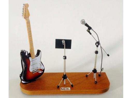 Set: Miniatura de Guitarra Stratocaster + Partitura + Microfone (Sun Burst) - 1:4