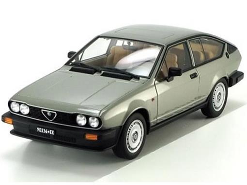 Alfa Romeo: Alfetta GTV 2.0 (1980) - Prata - 1:18