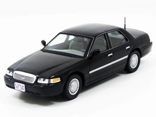 Ford: Crown Victoria (2000) - Preto - 1:43