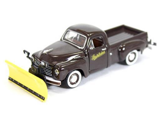 Studebaker: 2R Truck (1951) Auto-Trucks - Marrom - M2 Machines - 1:64