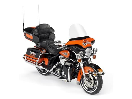Harley Davidson: FLHTCU Ultra Classic Electra Glide - 1:12 - Highway61