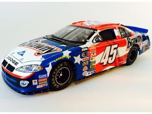 Dodge: Charger - Richard Petty / Kyle Petty #45 - Brawny ( Nascar 2003) - 1:24 - MotorSports