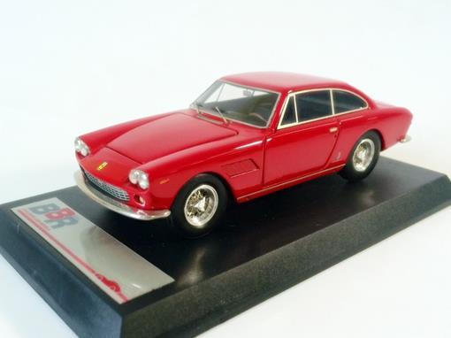 Ferrari: 330 GT 2+2 (1965) - Vermelho - 1:43 - BBR Models