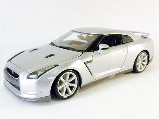 Nissan: GT-R (2009) - Prata - 1:18 - Burago