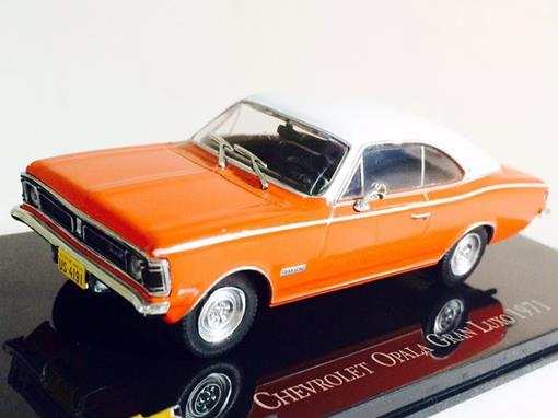 Chevrolet: Opala Gran Luxo (1971) - Laranja e Branco - 1:43 - Ixo