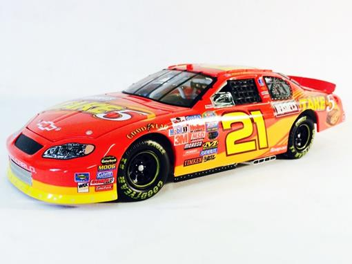 Chevrolet: Monte Carlo - Kevin Harvick #21 - Hershey's Take 5 ( Nascar 2005) - 1:24 - Action