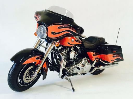Harley Davidson: FLHX Street Glide - Vivid Black