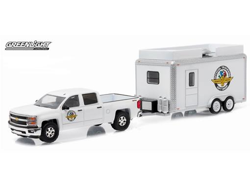 Chevrolet: Silverado 1500 c/ Trailer (2015) - Série 6 - Hitch & Tow - 1:64 - Greenlight