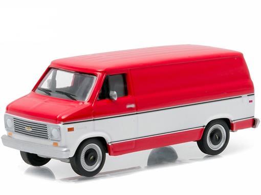 Chevrolet G20 (1976) - Vermelho e Branco - Country Roads - Série 14 - 1:64 - Greenlight