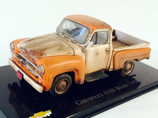 Chevrolet: 3100 Brasil (1959) - Branco e Laranja - Customizado e Envelhecido - 1:43 - Ixo