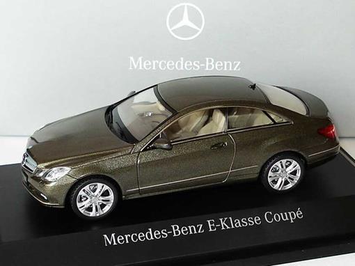 Mercedes Benz: E-Class - Marrom - 1:43 - Schuco
