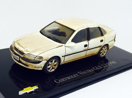 Chevrolet: Vectra GLS 2.2 (1998) - Customizado e Envelhecido - 1:43 - Ixo