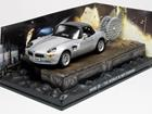 Diorama: BMW Z8 - James Bond - 007 The World Is Not Enough (007 - O Mundo Não é o Bastante) - Prata - 1:43