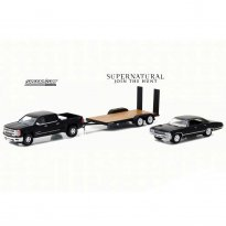 Imagem - Chevrolet Silverado 1500 (2015) / Chevrolet Impala (1967) c/ Trailer Flatbed - Supernatural - Hitch & Tow - Series 2 - 1:64 - Greenlight