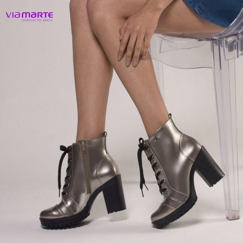 f5acb5e6c7 Este modelo de calçado é ótimo para usar com looks que mostram a atitude e  personalidade