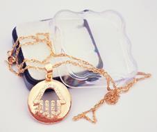 Medalha Folheada a Ouro M�o de F�tima - 28 cm.